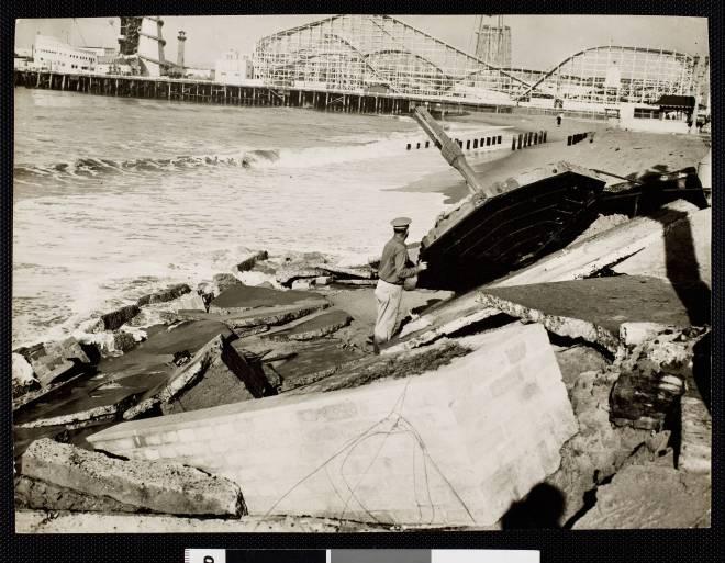 1942 - Scene of the tidal damage at Venice